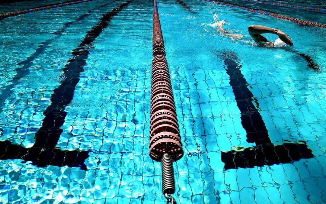 בריכת השחייה: הנאה וסכנה בצדה